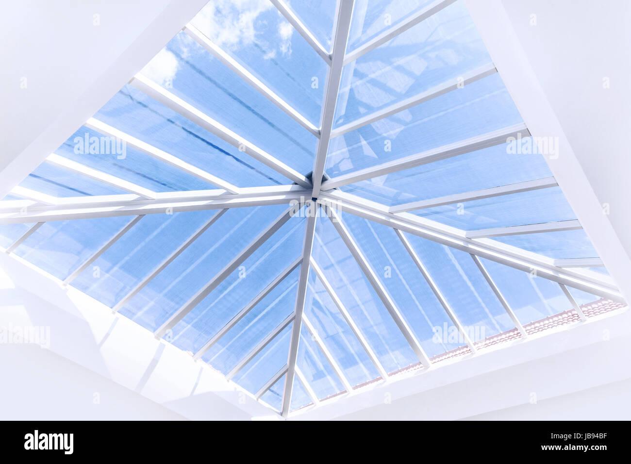 Glas Dach moderne Innenarchitektur, b abstrakten Hintergrund ...