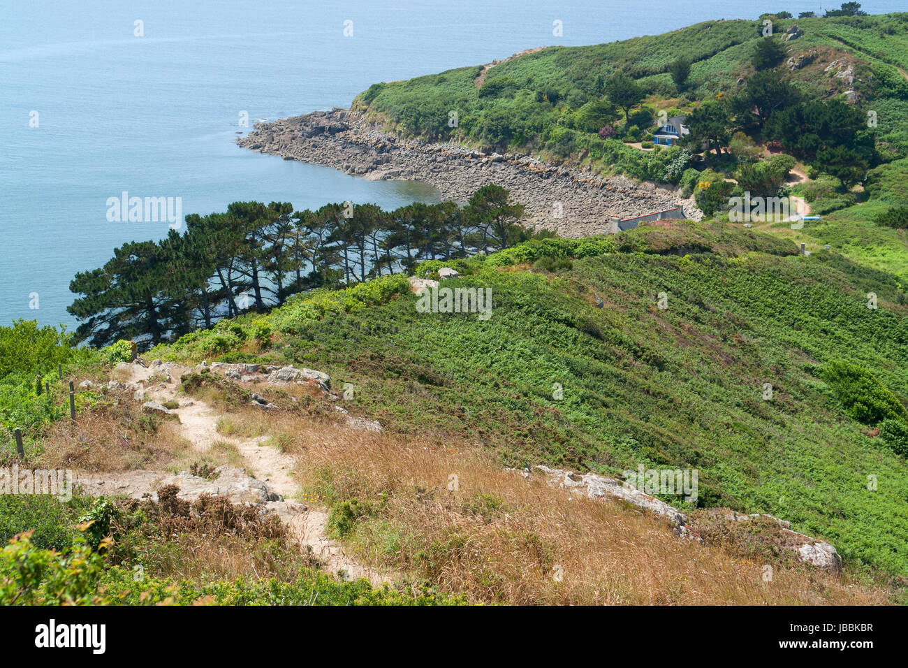 idyllische Küstenlandschaft rund um Trebeurden in Bretagne, Frankreich Stockbild