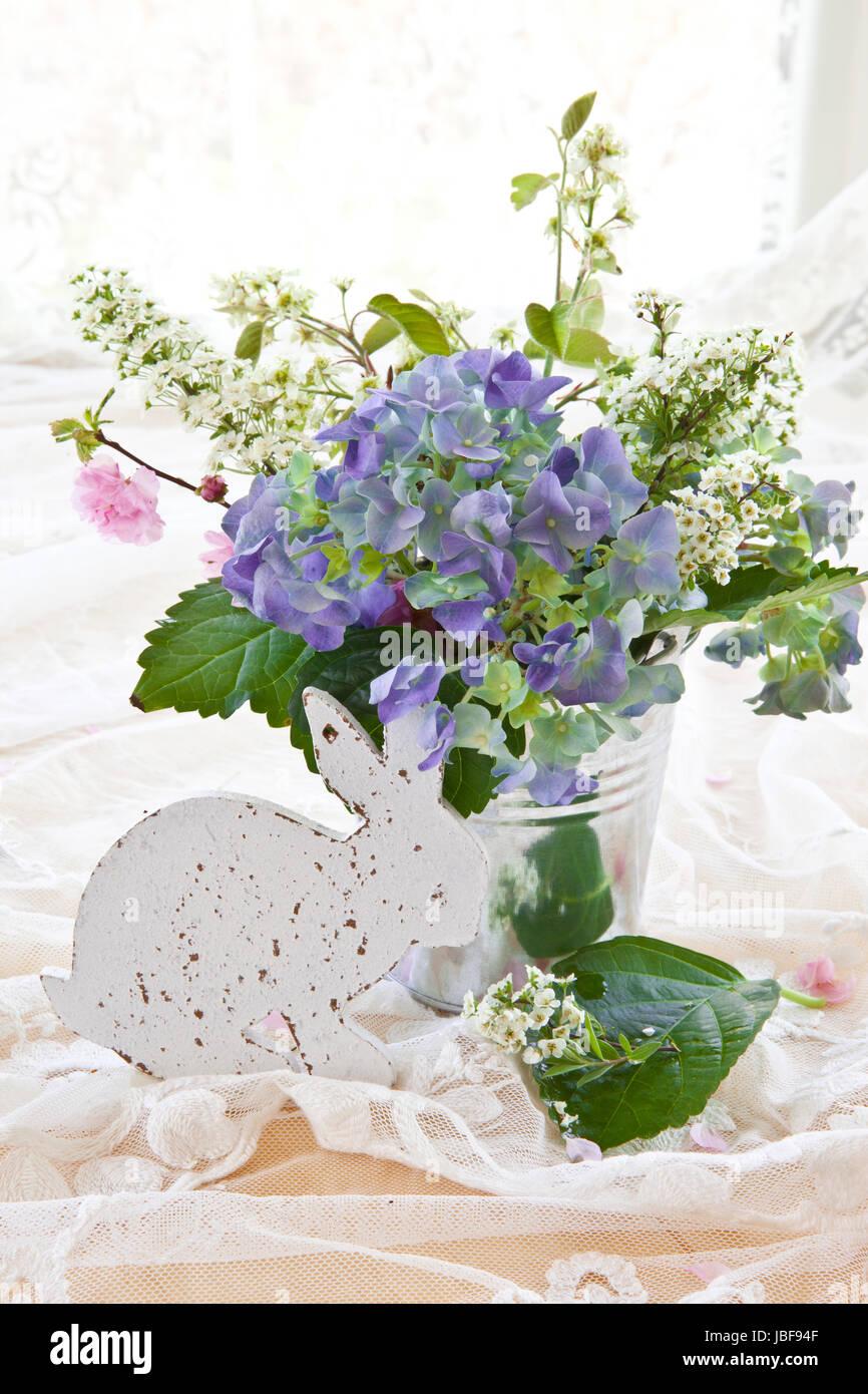 bunter blumenstrauss stockfotos bunter blumenstrauss bilder alamy. Black Bedroom Furniture Sets. Home Design Ideas