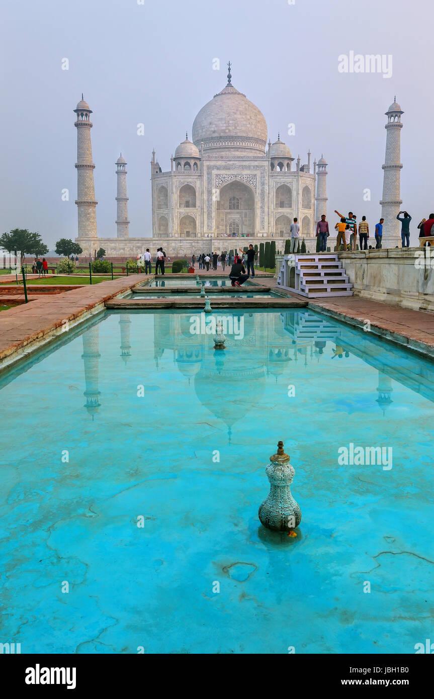 Taj Mahal in frühen Morgenstunden nach Agra, Uttar Pradesh, Indien. Es war im Jahre 1632 von Kaiser Shah Jahan Stockbild