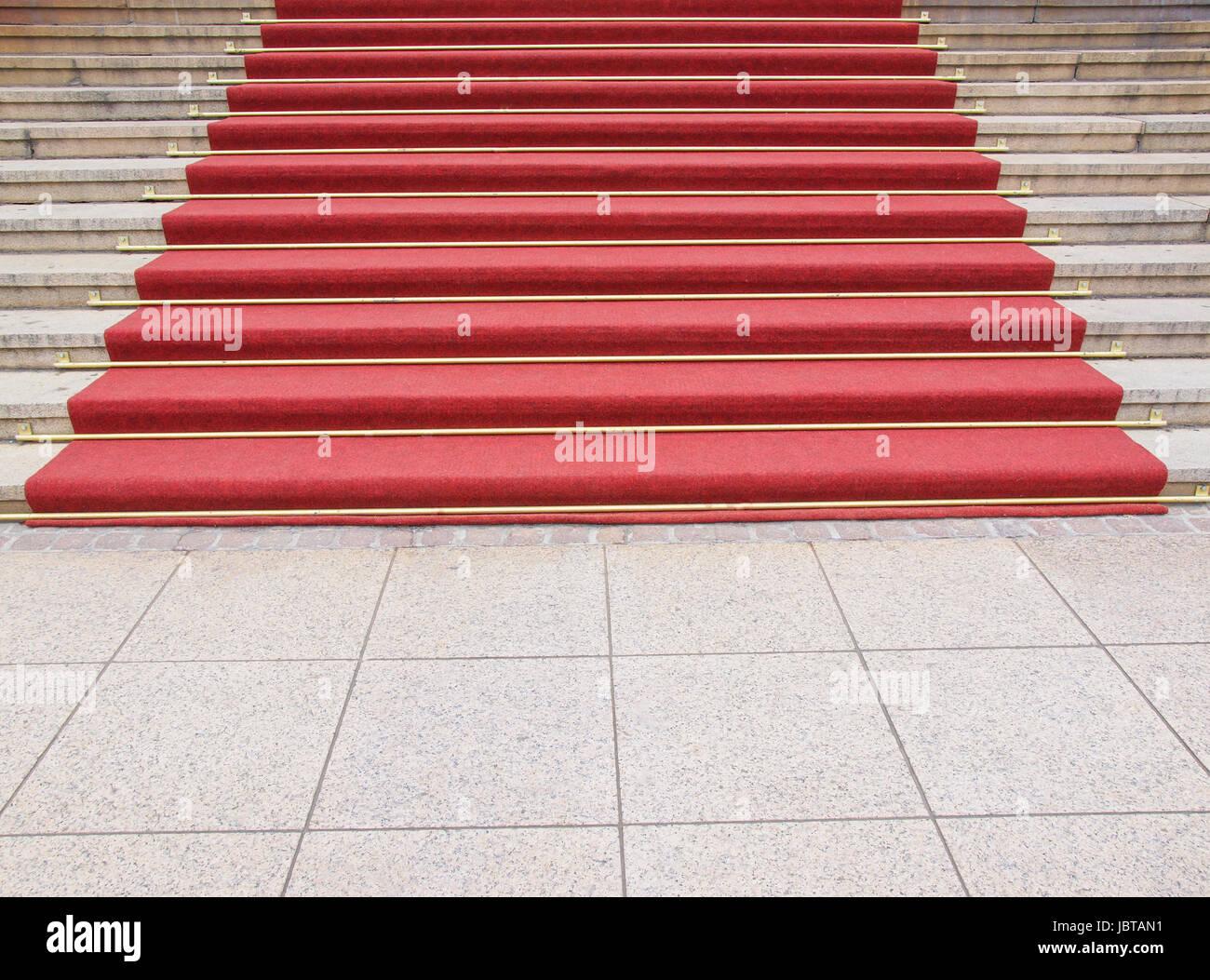 roter teppich auf einer treppe benutzt um die route der staatsoberh upter vips und prominente. Black Bedroom Furniture Sets. Home Design Ideas