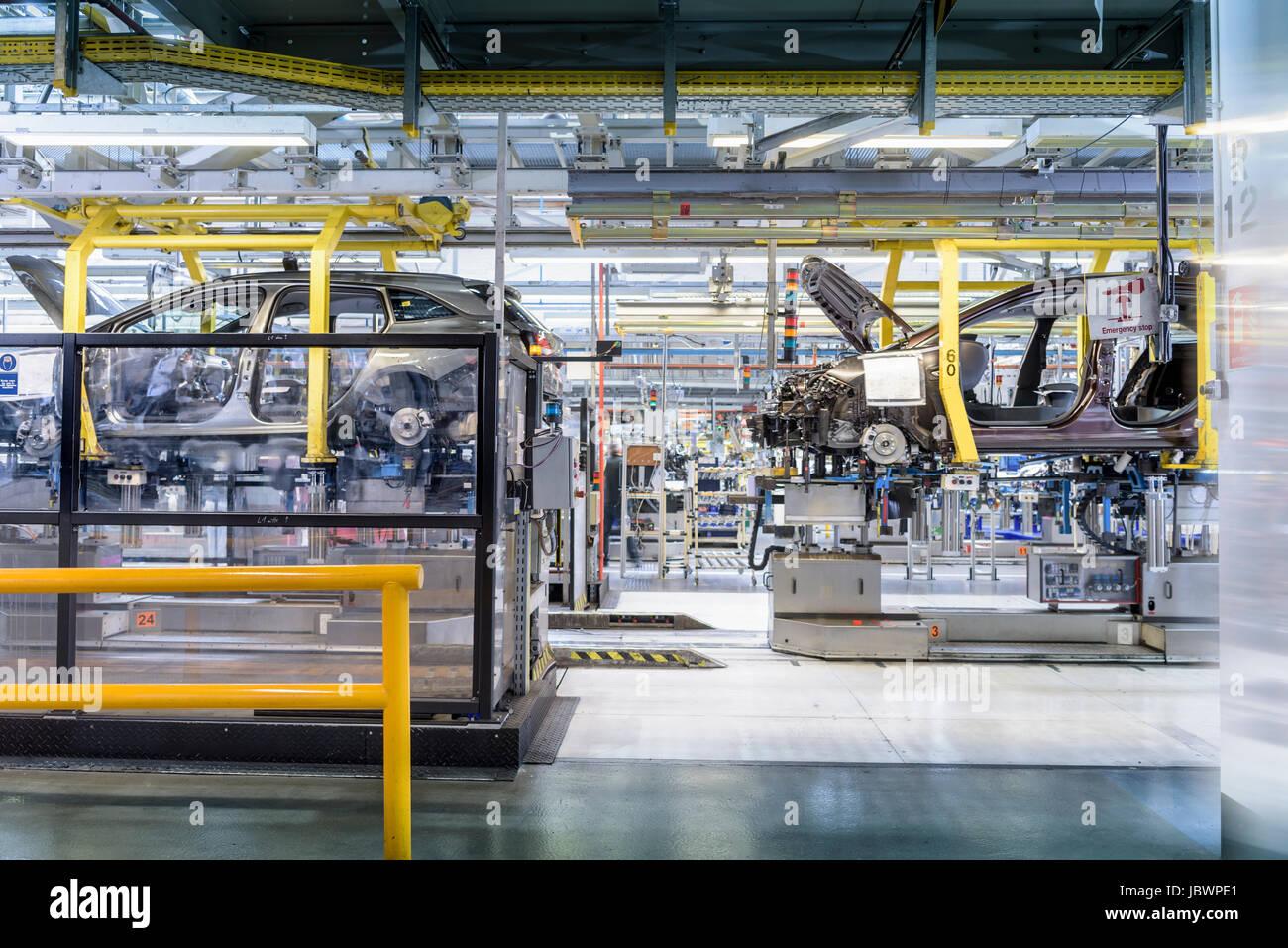 Auto-Produktionslinie in Automobilfabrik Stockbild
