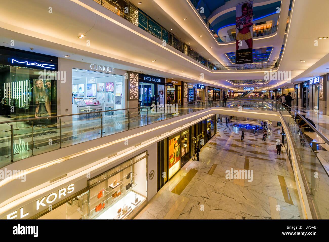 Fußboden Günstig Quest ~ Innerhalb der architektur des einkaufszentrum quest mall stockfoto