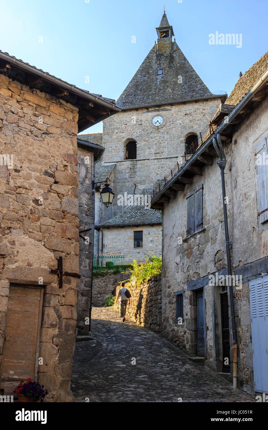Frankreich, Cantal (15), Marcolès, Intérieur du Village Médiéval, Ruelle Qui Mène À Stockbild