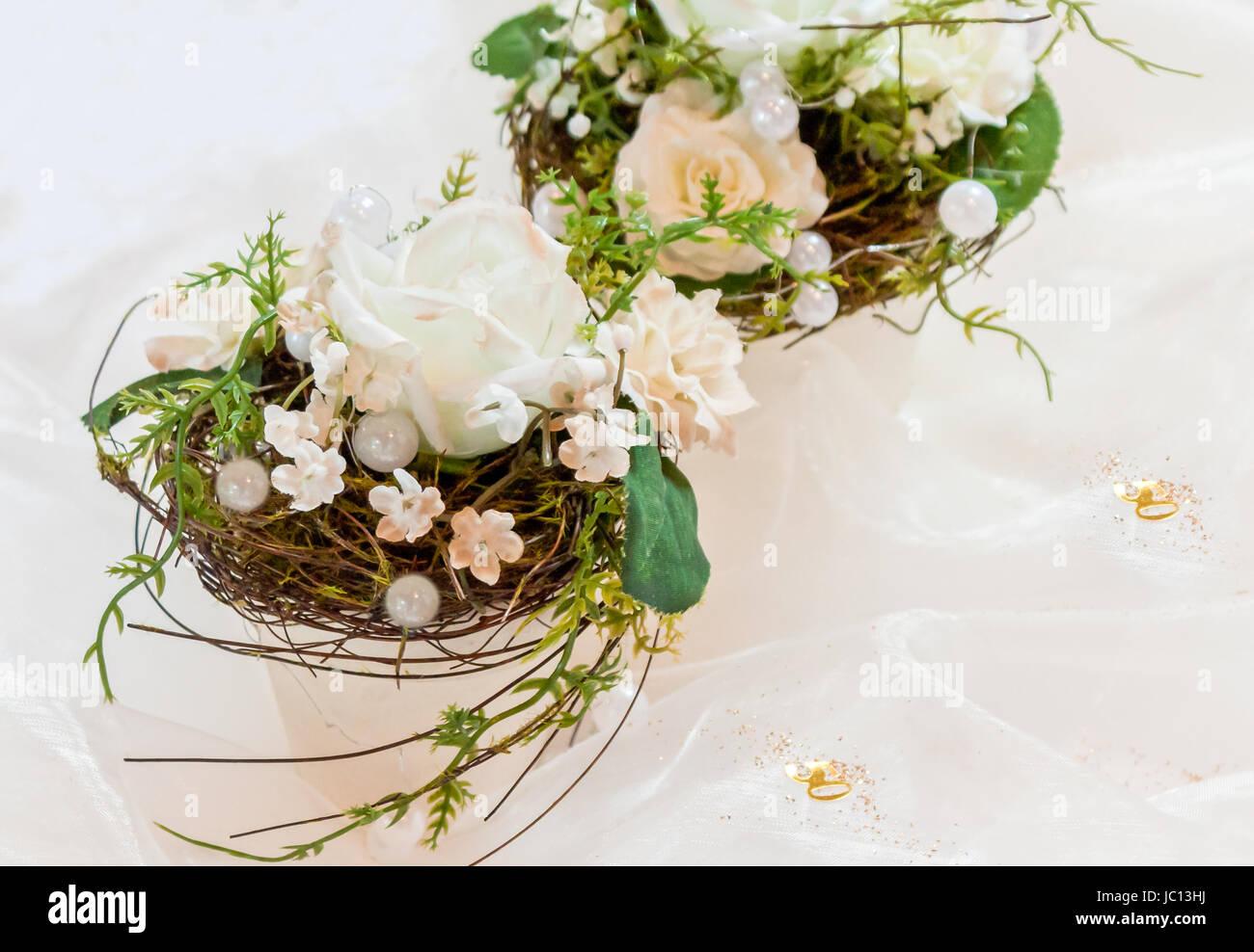 Festliche Tischdekoration In Cremeweiss Zur Goldenen Hochzeit