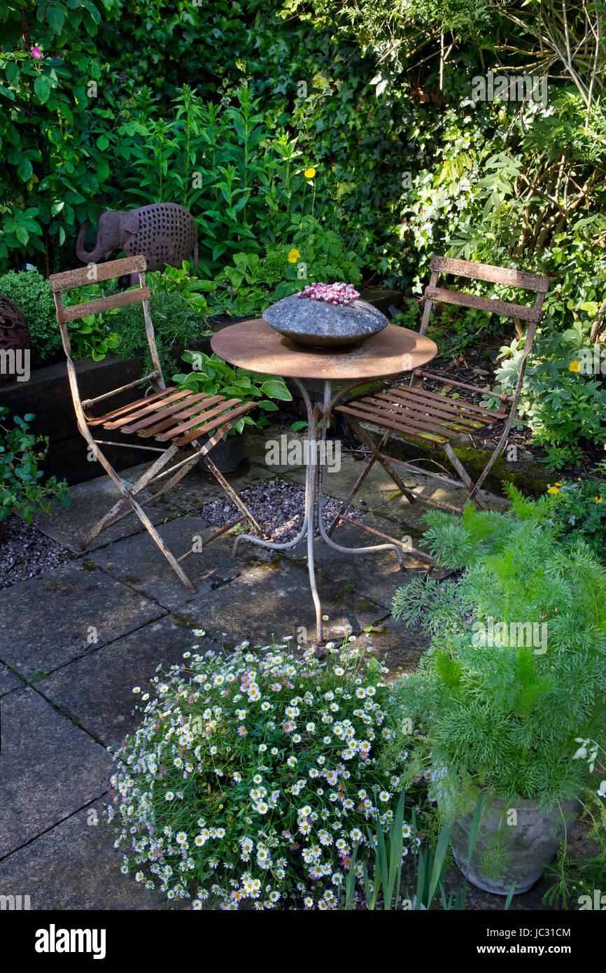 Chairs Garden Furniture Seating Stockfotos & Chairs Garden Furniture ...