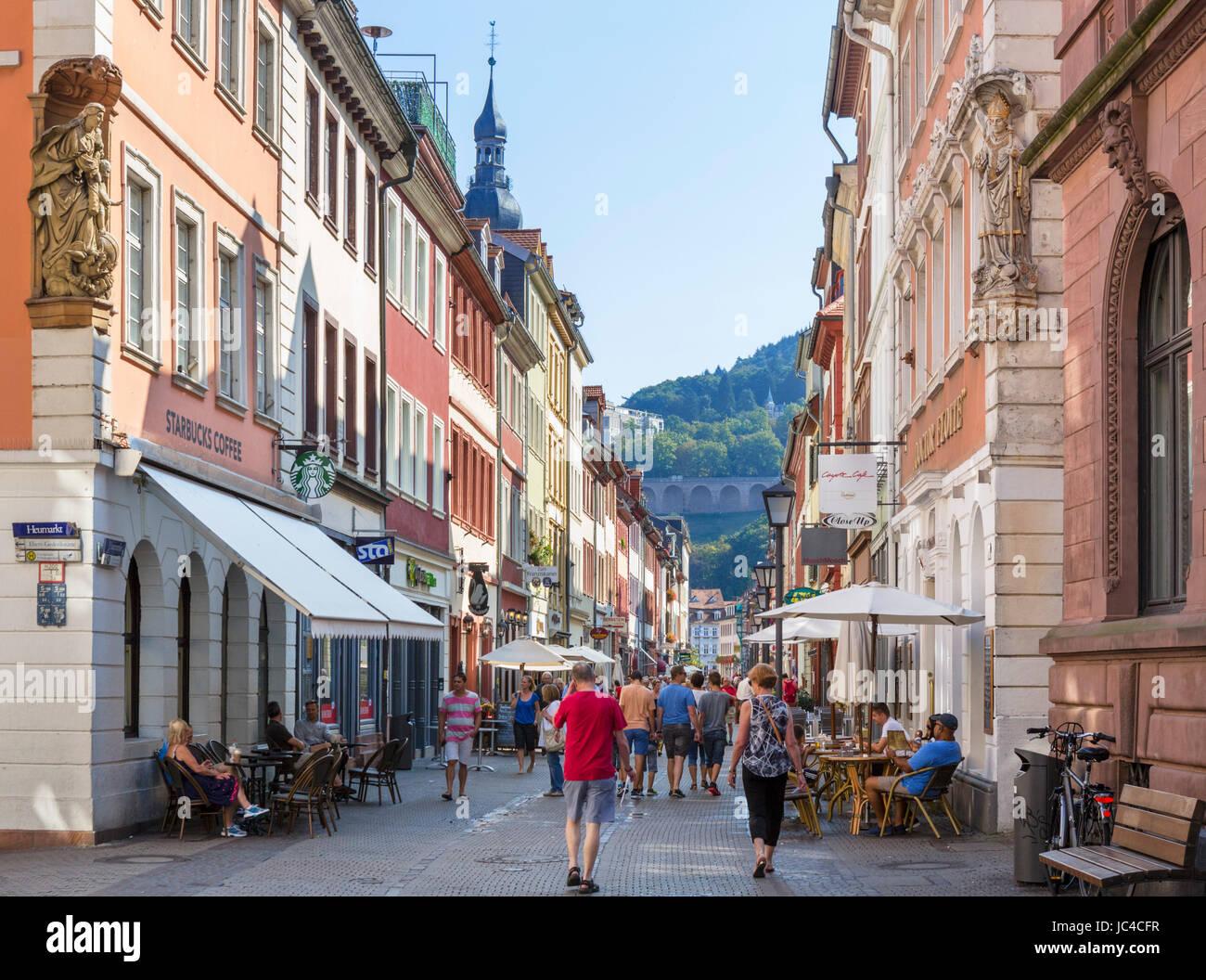 Geschäfte und Cafés an der Hauptstrasse (Main Street), Altstadt, Heidelberg, Deutschland Stockbild