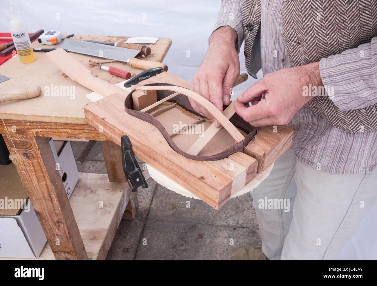 Timple Maker auf Gran Canaria, Kanarische Inseln, Spanien. Stockbild