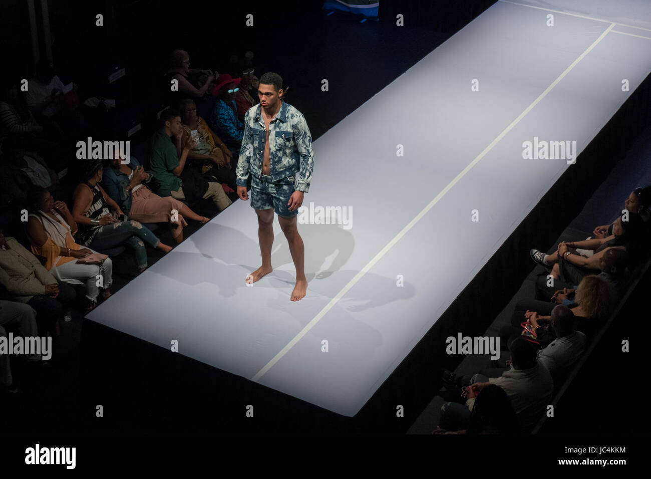fashion model runway man stockfotos amp fashion model runway