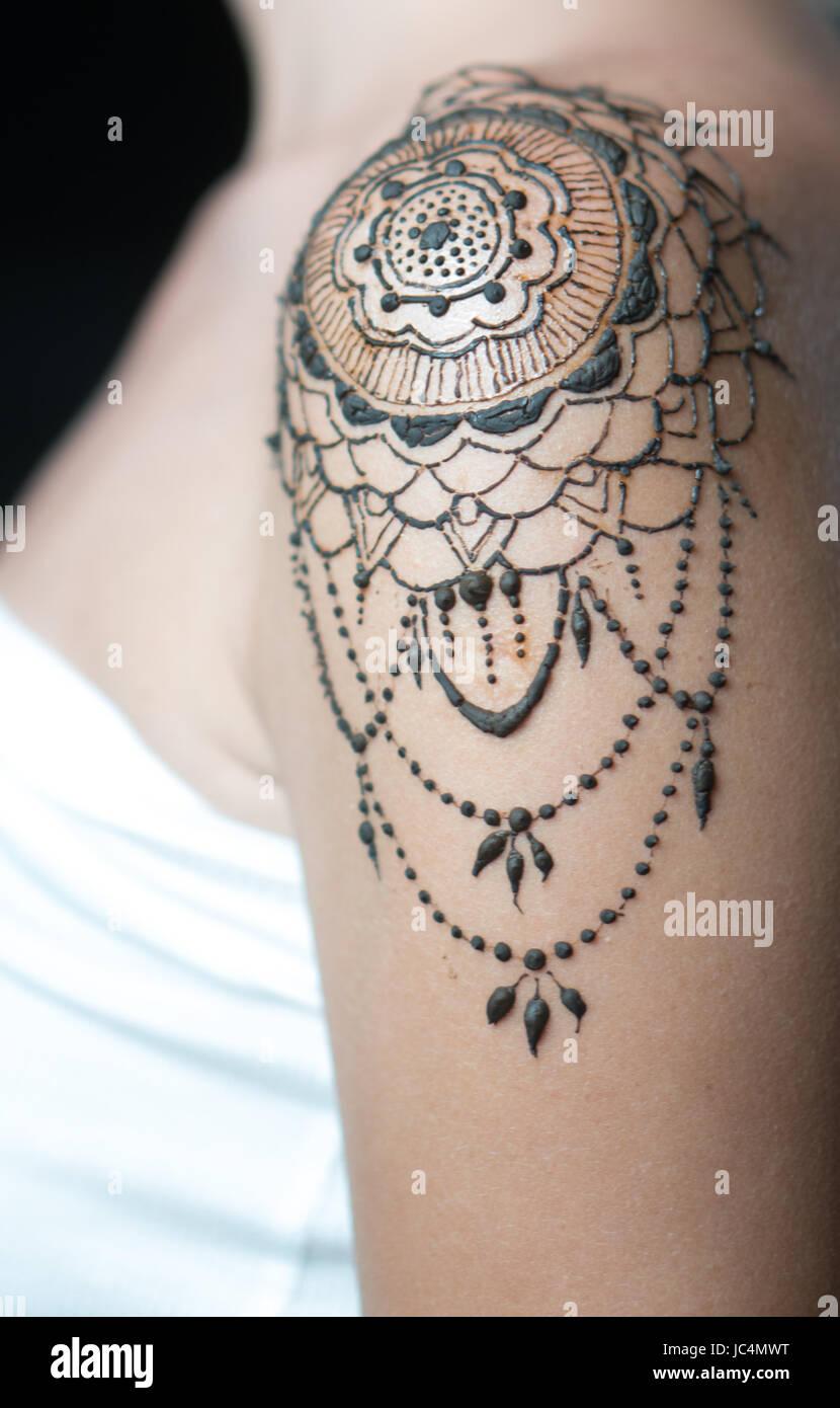 Schulter frauen tattoo Tattoo Schlüsselbein