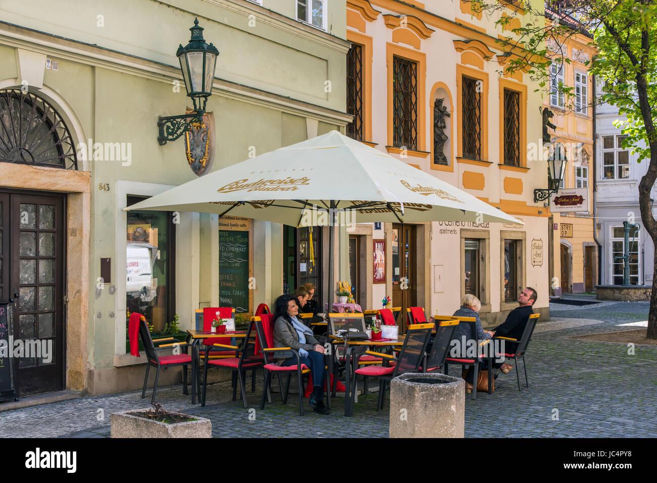 Freiluft-Café in der Altstadt, Prag, Böhmen, Tschechische Republik Stockbild