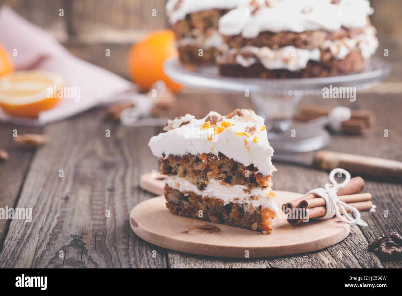 Karotte Kuchen Mit Walnussen Zimt Und Orange Frischkase Zuckerguss