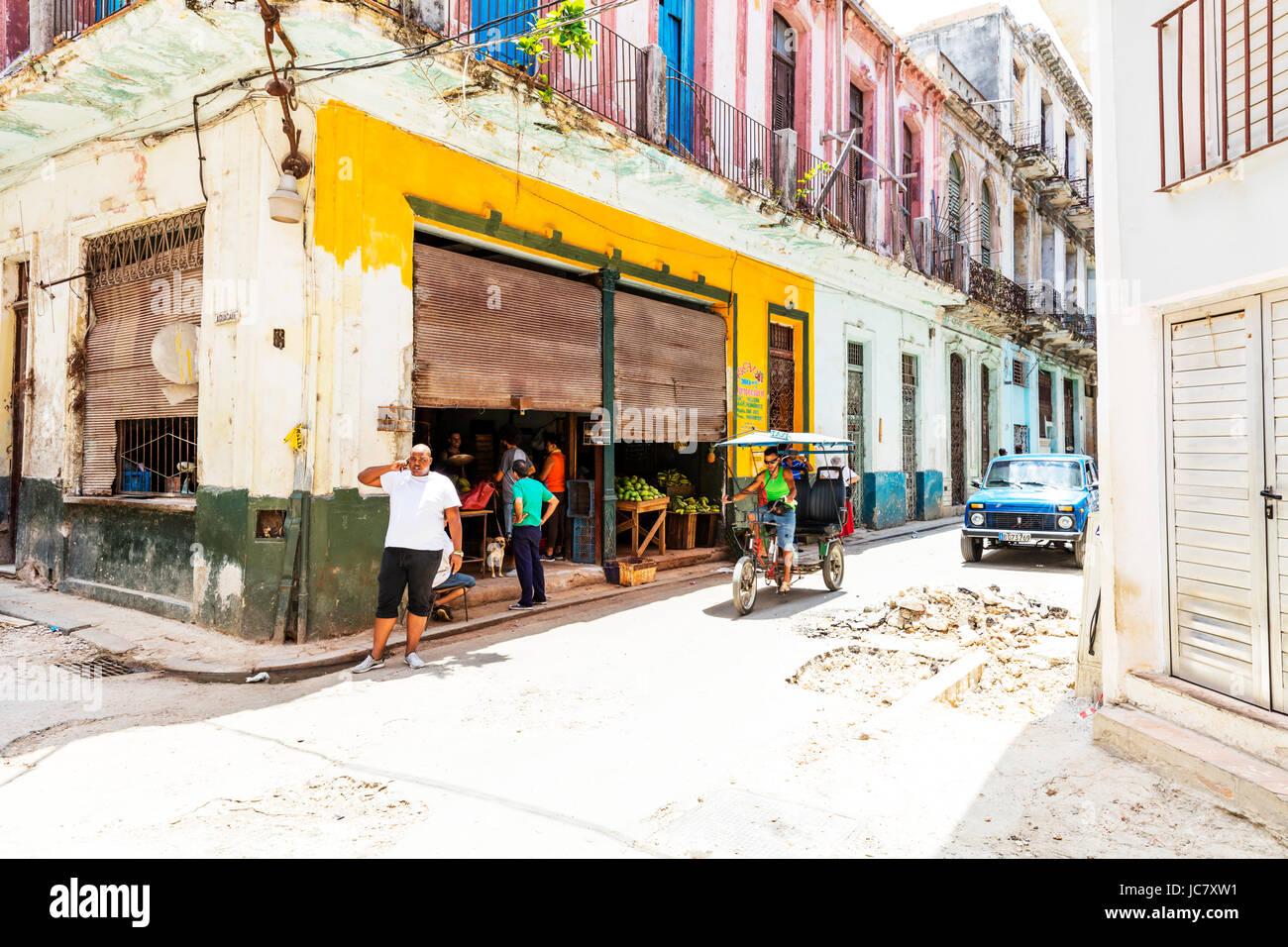 Havanna-Shop, lokalen Shop Bestimmungen für Kubaner, Kuba-Shop, Shopping Havanna, Obst und Gemüse, Einkaufen, Stockbild