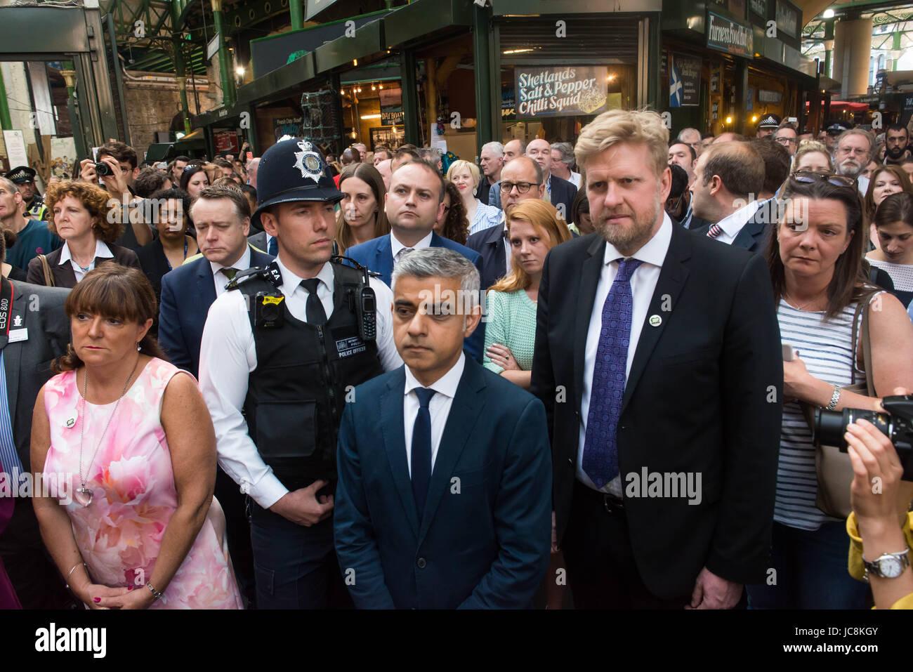 London, UK. 14. Juni 2017. Londoner Bürgermeister Sadiq Khan im Borough Market als es öffnet erneut der Öffentlichkeit Stockfoto