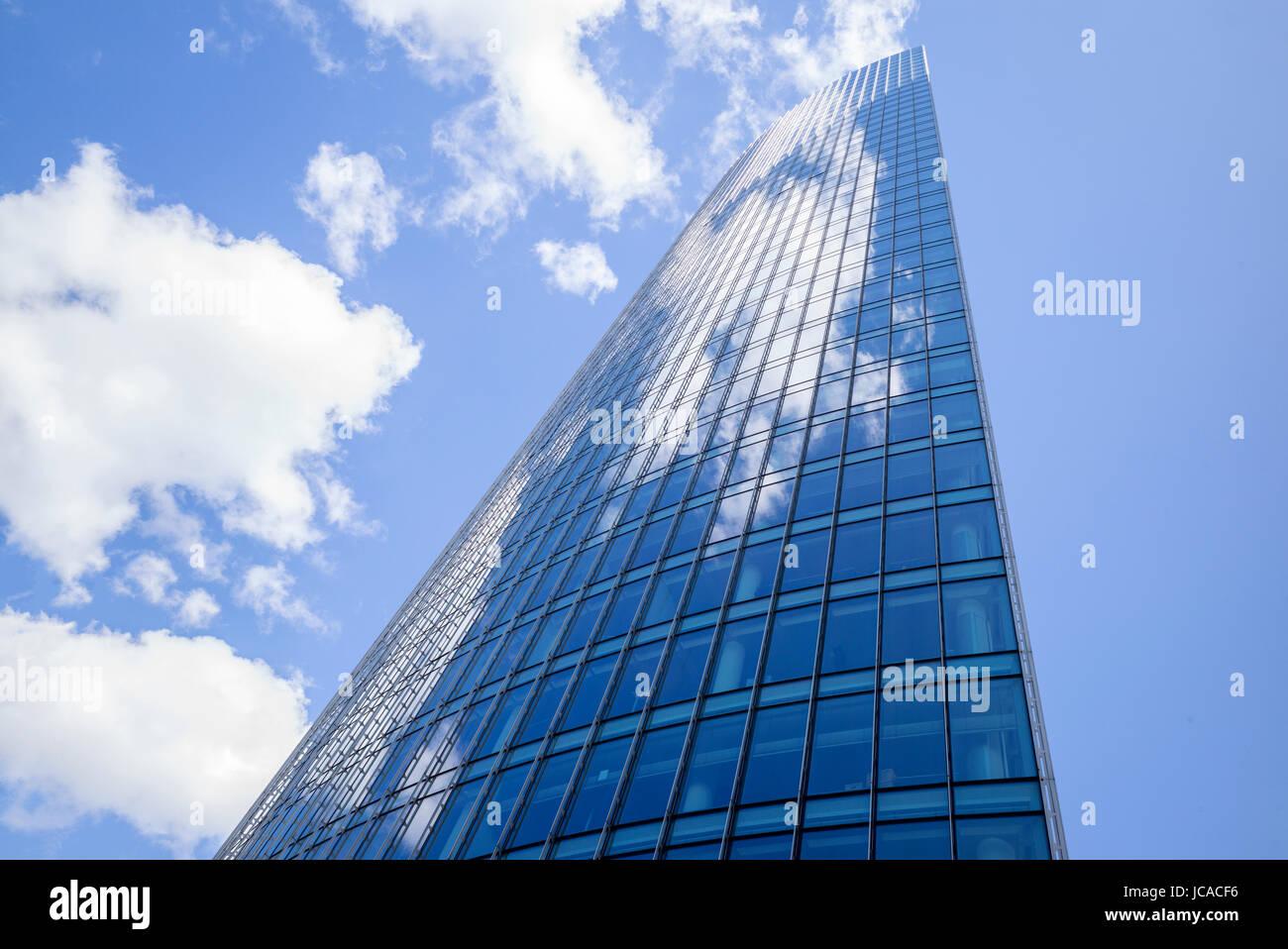 Abstrakte Fassade Eines Bürogebäudes in Frankfurt Am Main, Deutschland Stockbild