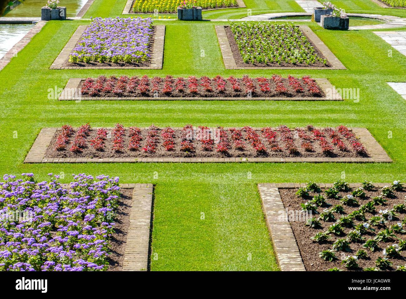 Gärten im italienischen Stil Ideen Blumenbeete über Ansicht Stockbild