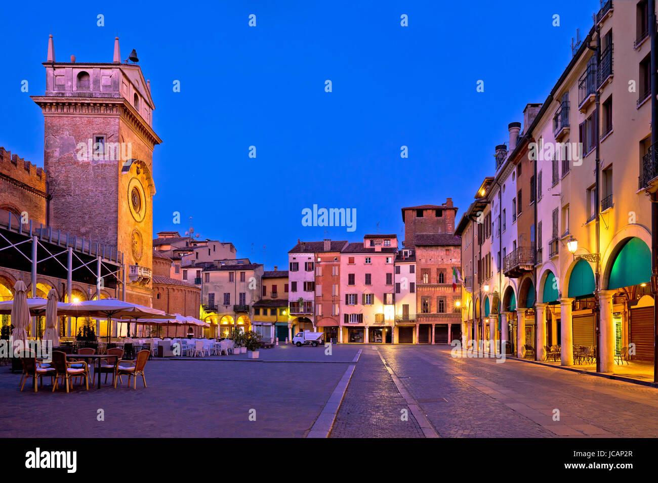 Mantova Piazza Delle Erbe Abend Stadtansicht, Europäische Kulturhauptstadt und UNESCO-Weltkulturerbe, Region Stockbild