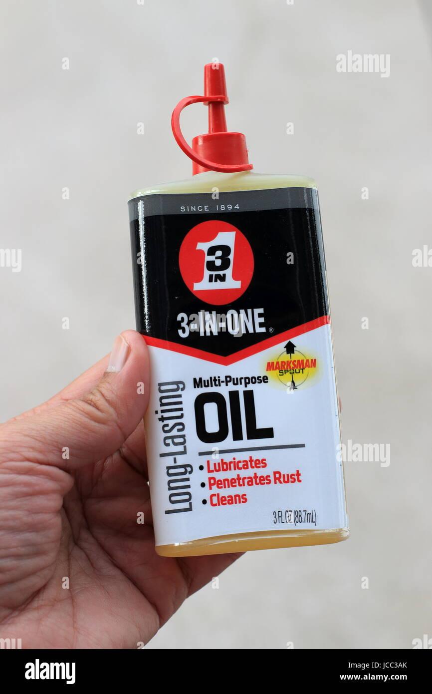 Schütze 3 in 1 lang anhaltende Mehrzweck Öl Auslauf Stockbild