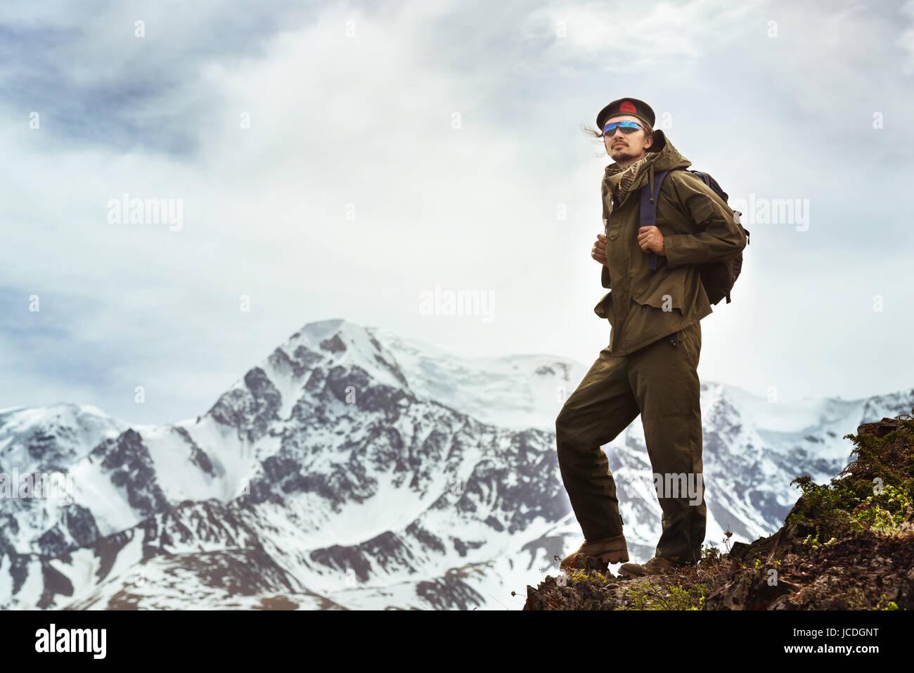 Reisende an der Spitze der Berge. Reisekonzept Stockbild