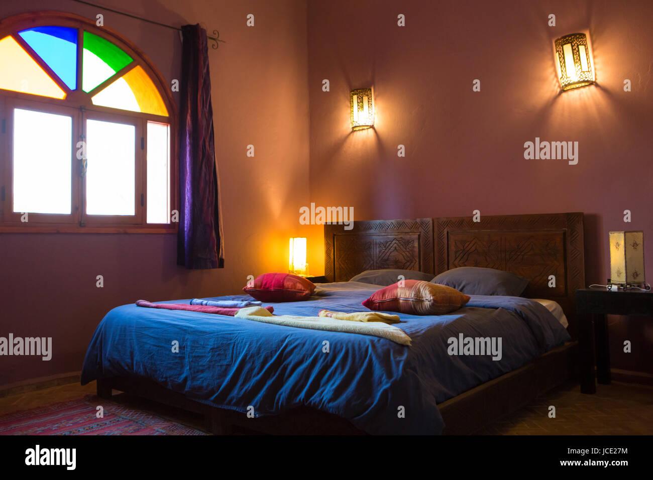 Schöne authentische arabische Schlafzimmer in einem traditionellen ...