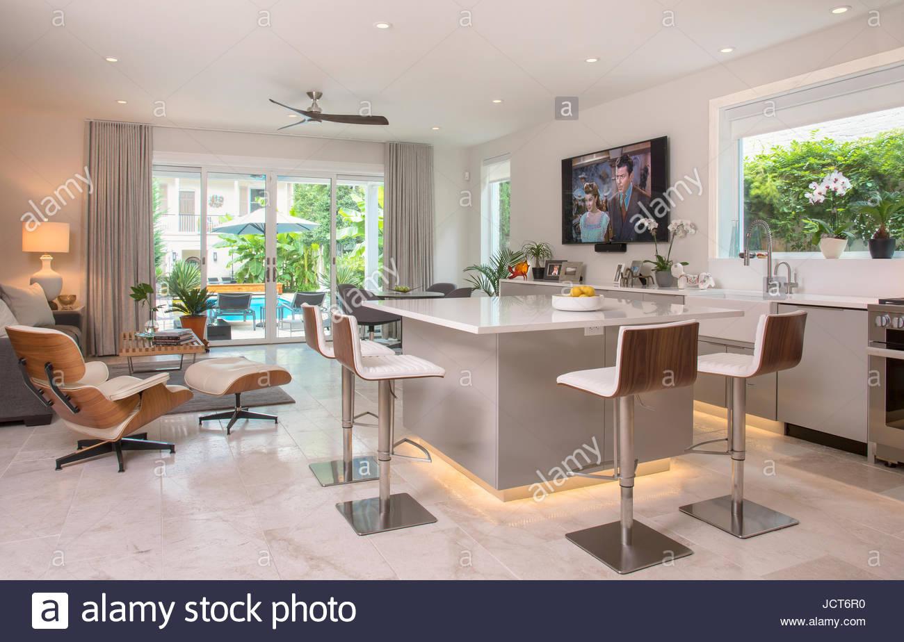 Moderne Küche und Bar-Bereich Stockfoto, Bild: 145591012 - Alamy