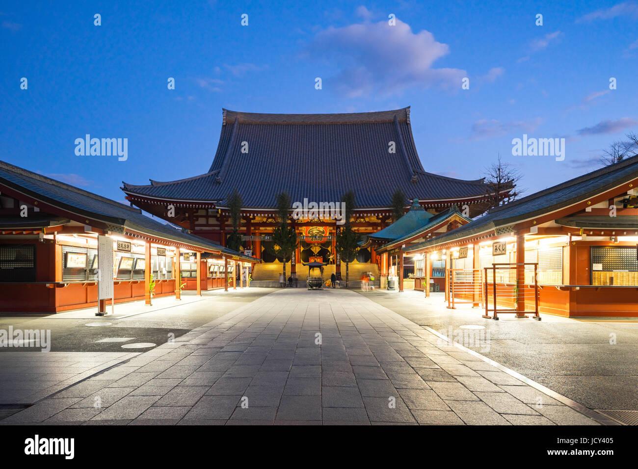 Tokyo, Japan - 31. Dezember 2016: Sensoji ist ein buddhistischer Tempel in Asakusa gelegen. Es ist einer der buntesten Stockbild