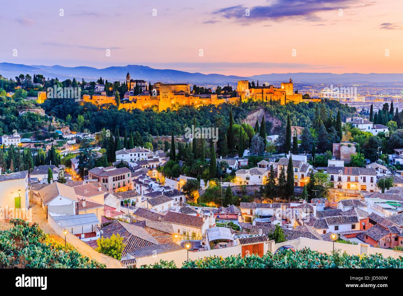 Alhambra von Granada, Spanien. Alhambra-Festung in der Dämmerung. Stockbild