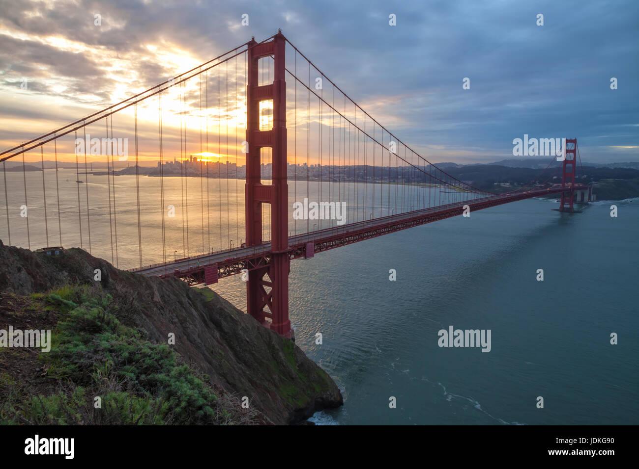 Golden Gate Bridge bei Sonnenaufgang Stockbild
