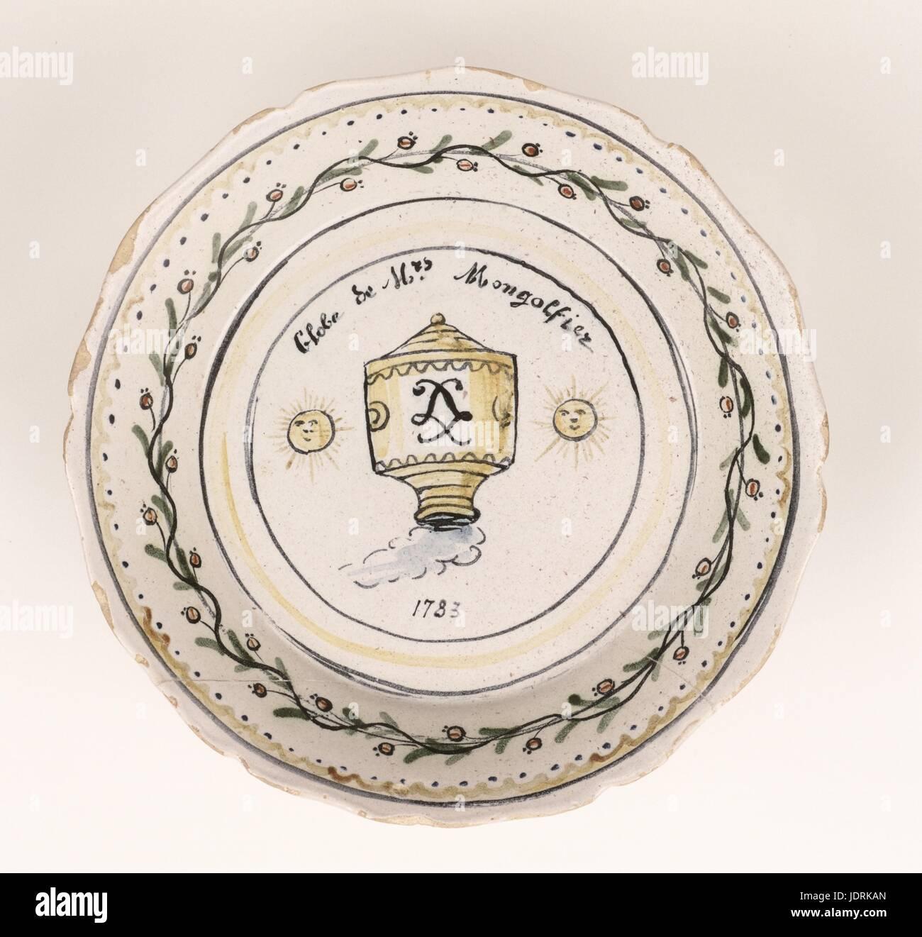 Platte mit Fayencen aus Nevers Frau Montgolfier-Ballon, 1783 18 Jahrhundert neu im 20. Jahrhundert Durchmesser 23 Stockbild