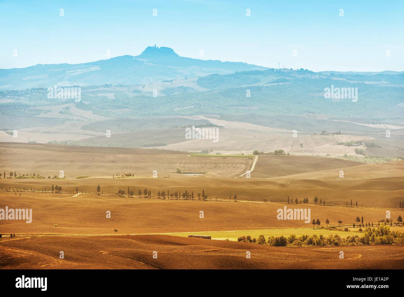 Zeigen Sie Formular Stadt Pienza zum Vulkan Monte Amiata in der Toskana, Italien an Stockfoto