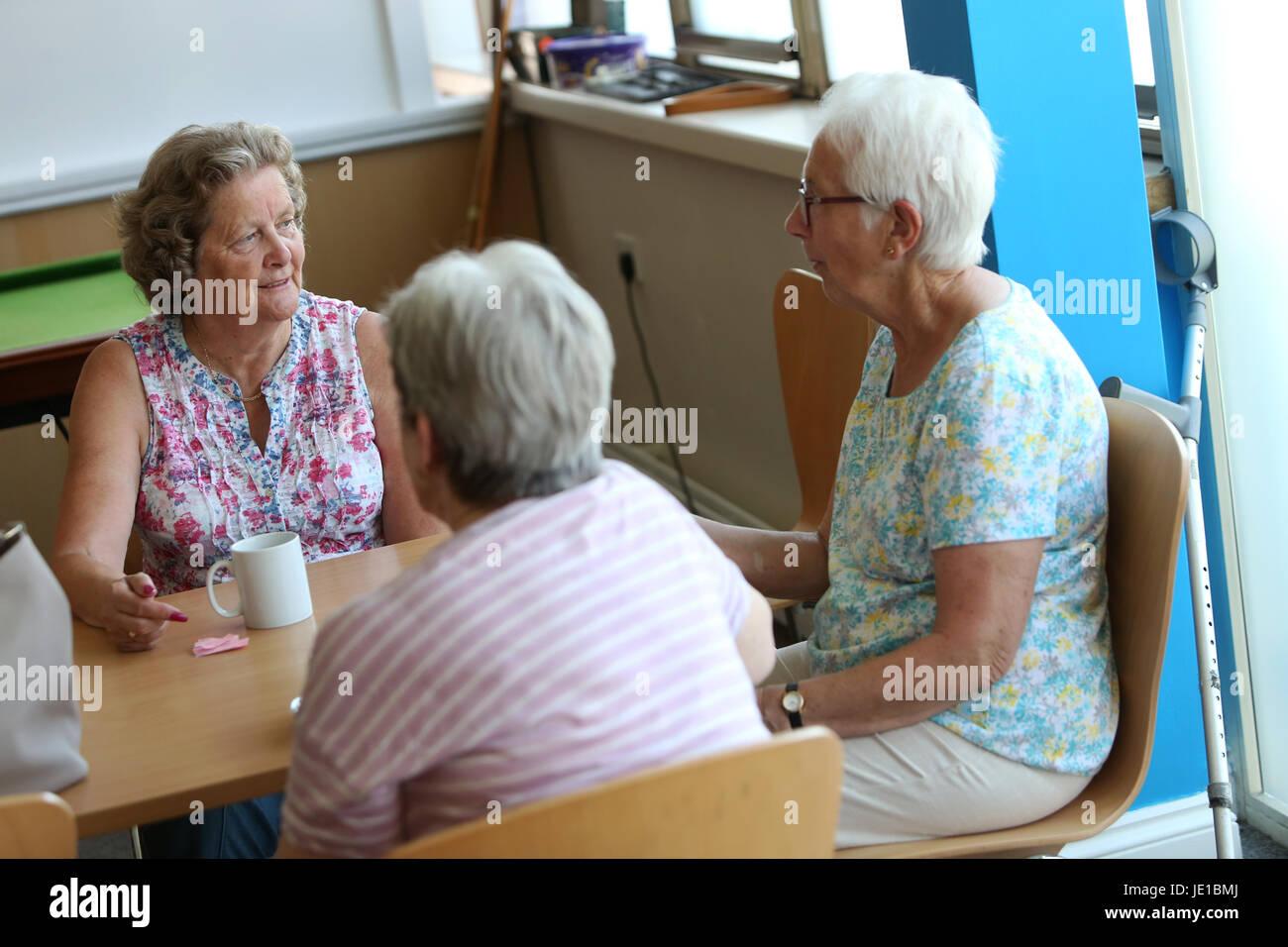 ältere frauen treffen