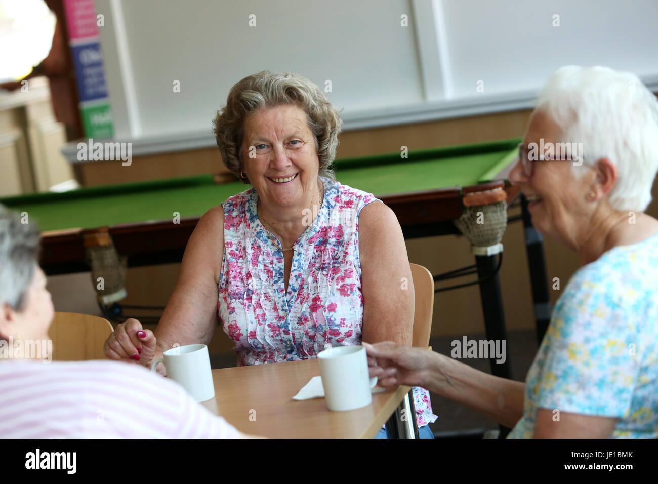 ältere damen treffen