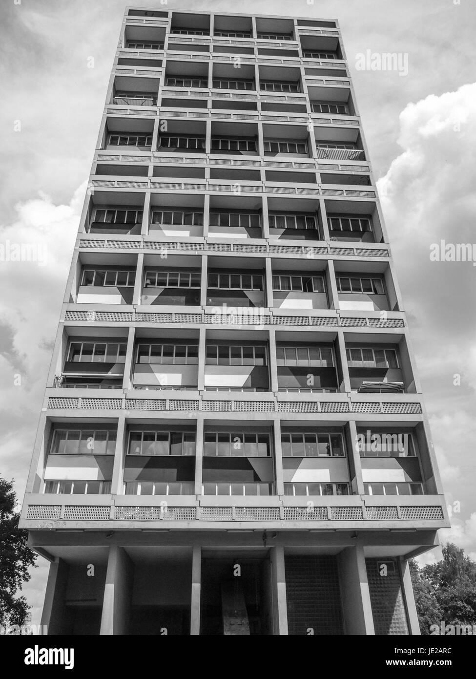 1df265601c7eb5 August 2009  Das Corbusier-Haus wurde von Le Corbusier entworfen 1957 nach  seinem Konzept der Unite d   Habitation (Wohneinheit)