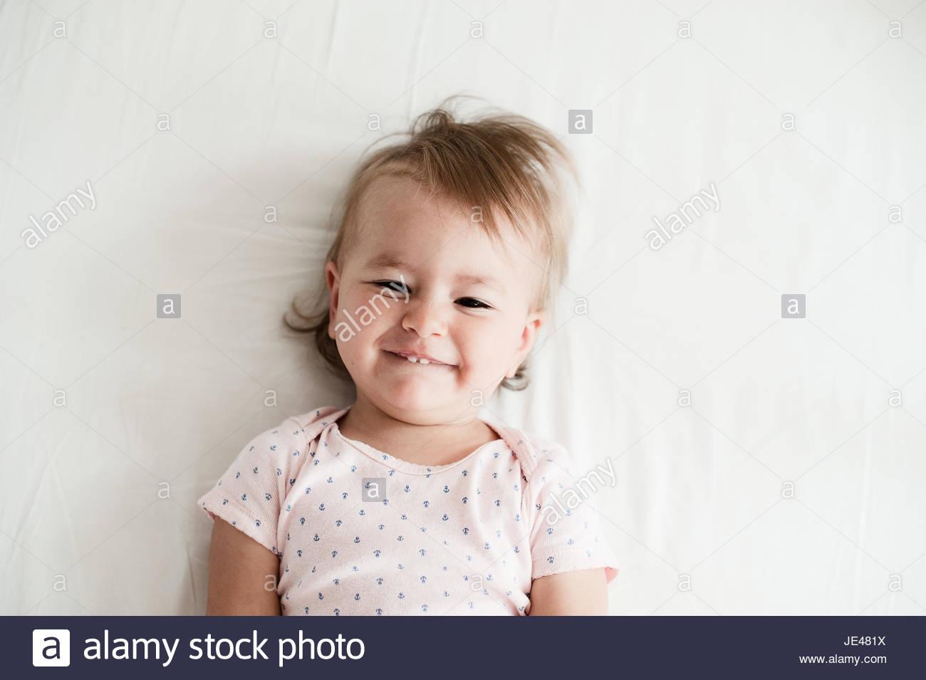 Freundlich ein Jahr altes Baby Lächeln Stockbild