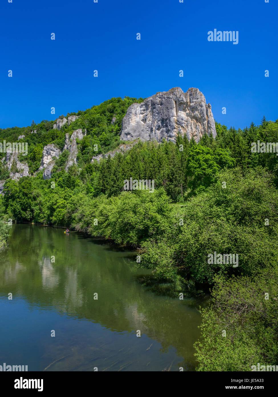 Rabenfelsen an der Donau in der Nähe von Thiergarten am oberen Donautal, Schwäbische Alb, Baden Württemberg, Stockbild