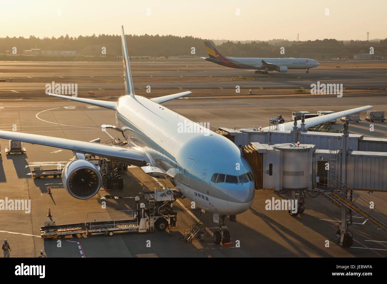 Japan, Tokyo Narita Internationaler Flughafen, Landeplatz, Flugzeuge, Flughafen, außen, Reisen, Reise durch Stockbild