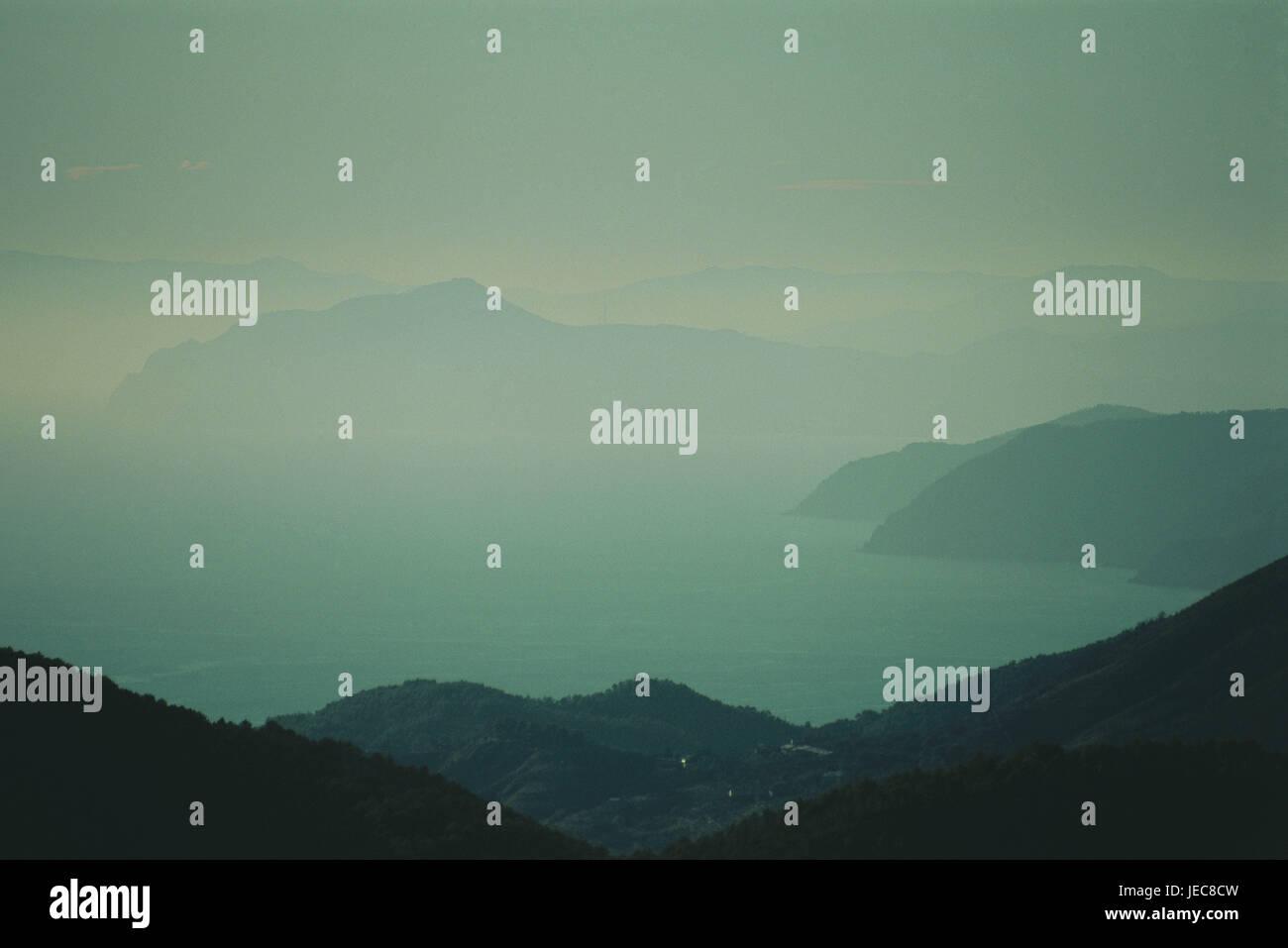 Italien, Cinque Terre, Silhouette, Hügellandschaft, Nebel, Ligurien, Landschaft, Berge, Bergkette, nebulösen Stockbild