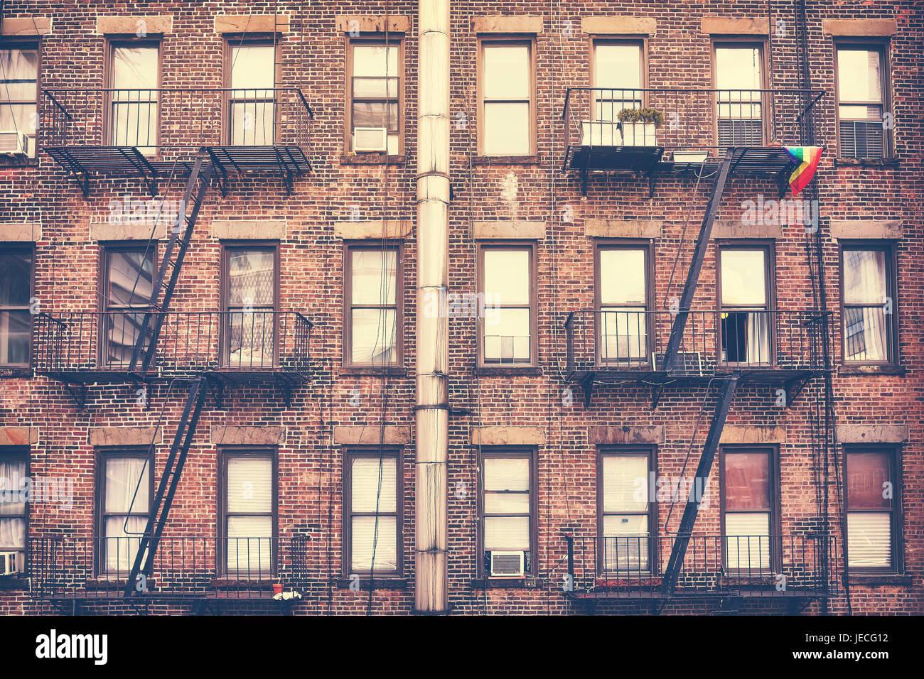 Alte film Retro-Stil Foto eines Gebäudes mit Feuerleiter, eines der Wahrzeichen New York City, USA. Stockbild
