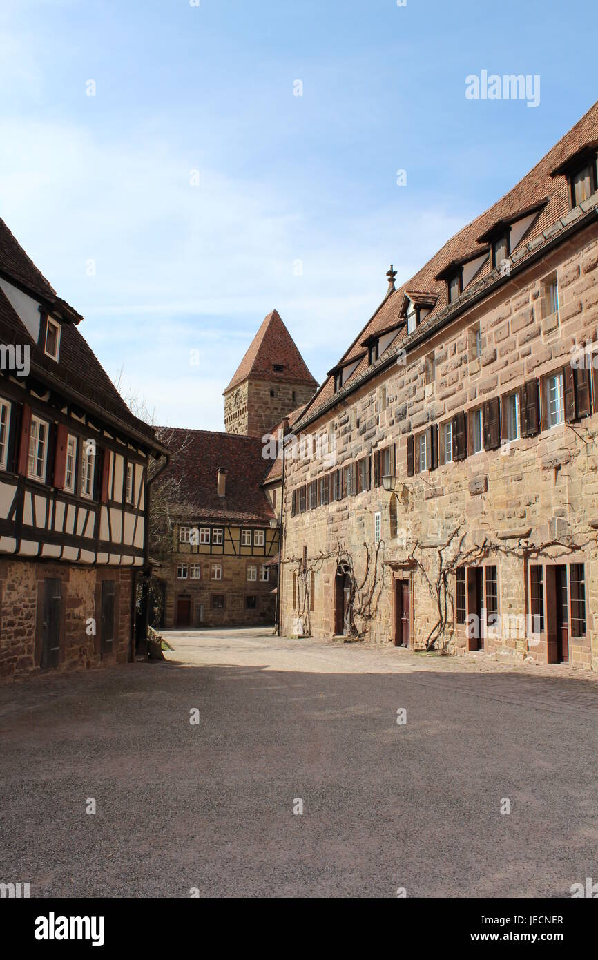 Alte Fachwerkhäuser und Stein beherbergt in Maulbronn, Deutschland Stockbild