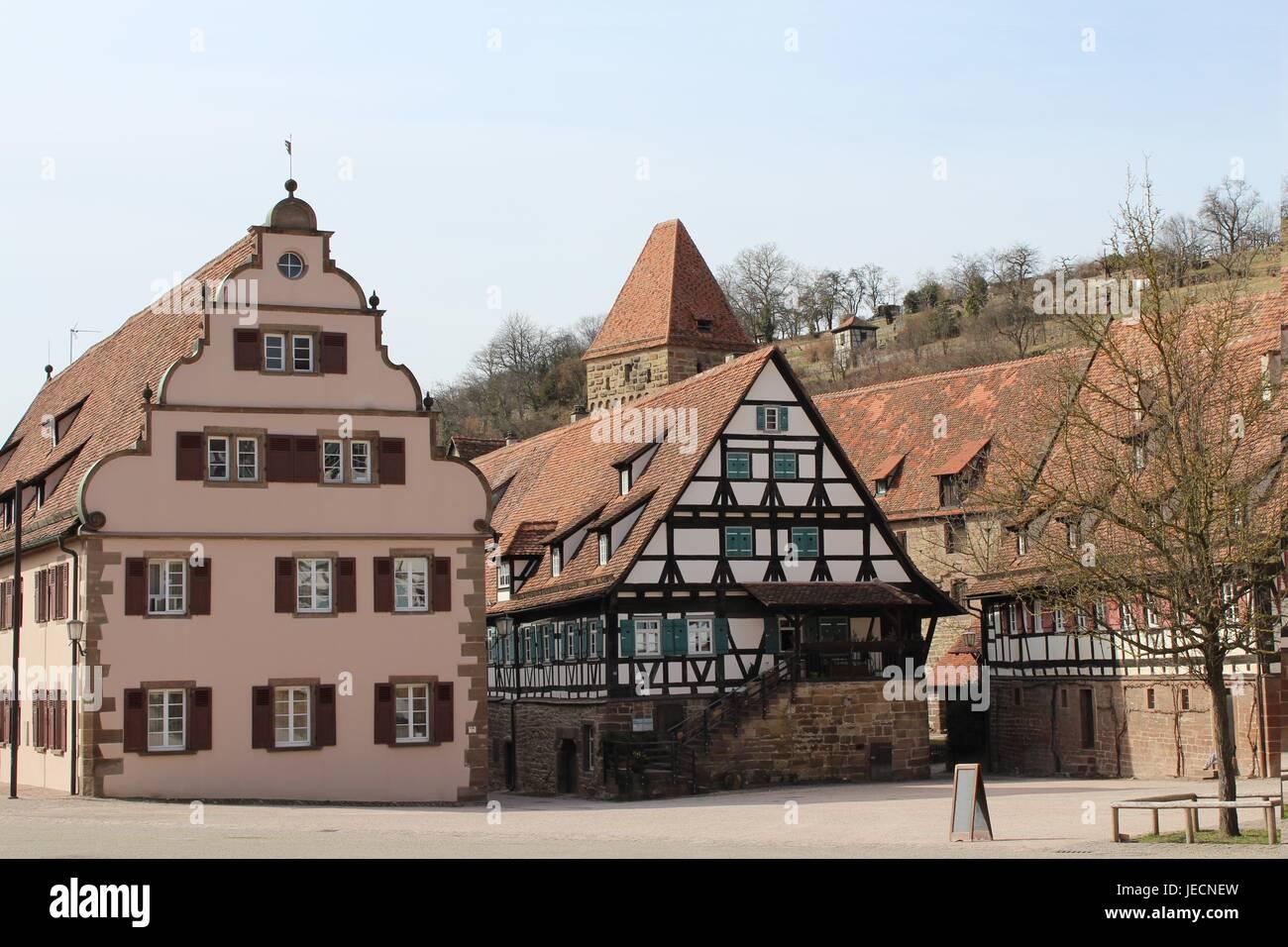 Tudor-Stil Häuser auf dem Klosterhof in Maulbronn, Deutschland Stockfoto