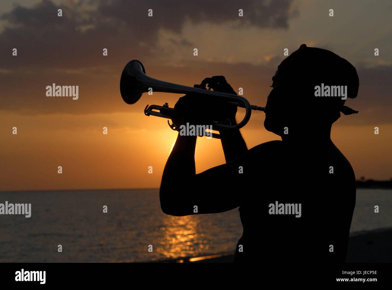 Kuba, Trinidad, Strand, Kontur, Trompeter, Sonnenuntergang, die Karibik, Insel, Person, Mensch, Musikinstrument, Stockbild