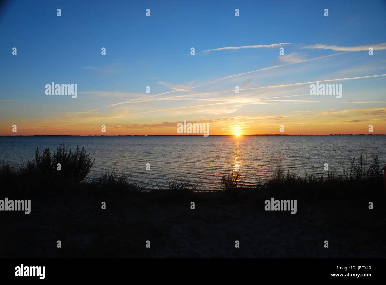Die Ostsee, Sonnenuntergang, Norddeutschland, Deutschland, Ostsee, Meer, See, Gewässer, die Sonne, Überlegung, Stockbild