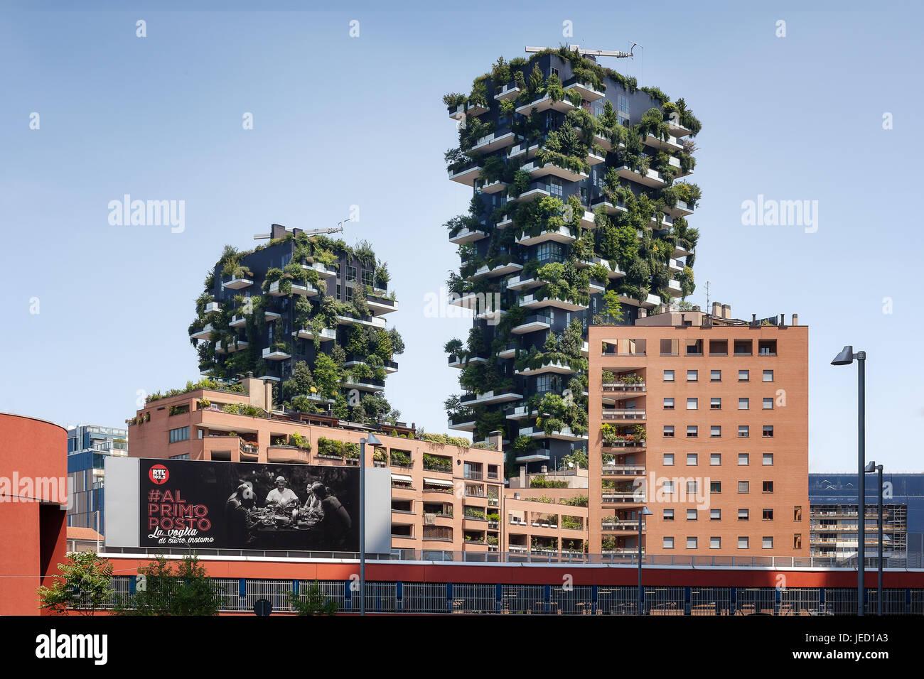 Rom, Italien - 11. Juni 2017: Die berühmten vertikalen Holz von Viale Luigi Sturzo gesehen. Nachhaltige Gebäude Stockfoto