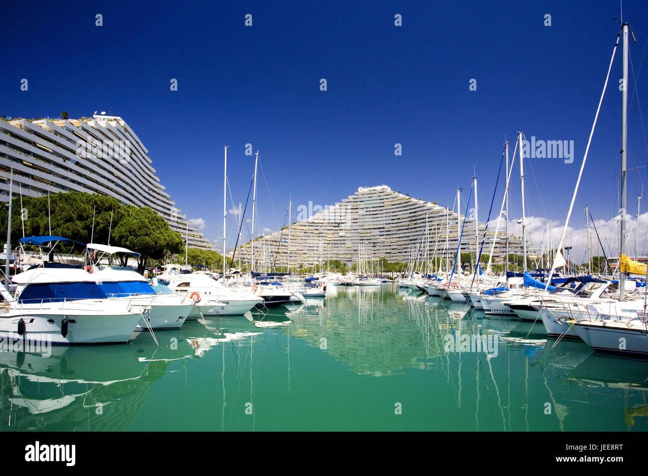 """Frankreich, La Grande Motte, Hotelanlage, Yachthafen, Seebad, Hotelgebäude, Hotelanlage, Struktur, """"Pyramiden"""", Stockbild"""
