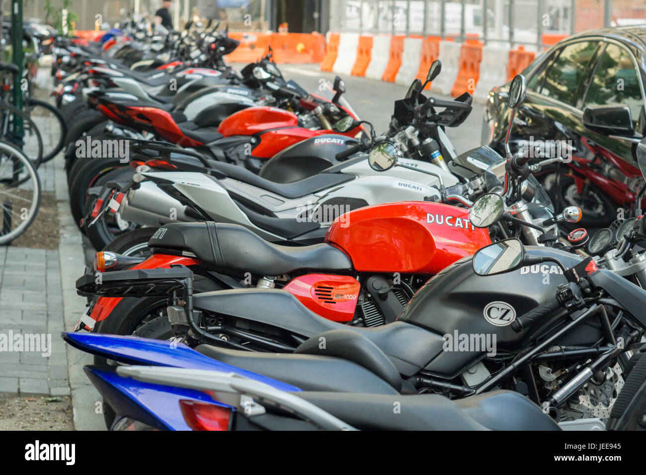 Harley Davidson Parked In Front Stockfotos & Harley Davidson Parked ...