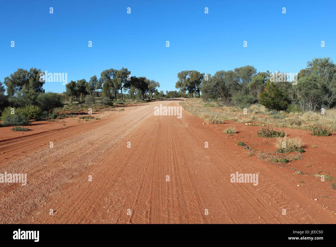 Schotterstraße im australischen outback Stockfoto