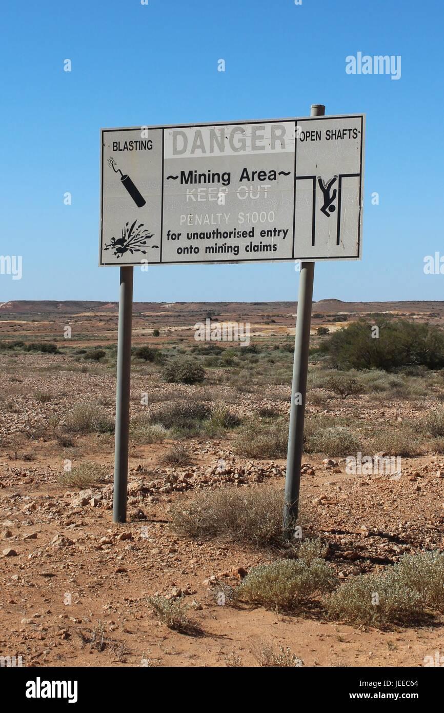 Warnzeichen bei Coober Pedy in Südaustralien Stockfoto