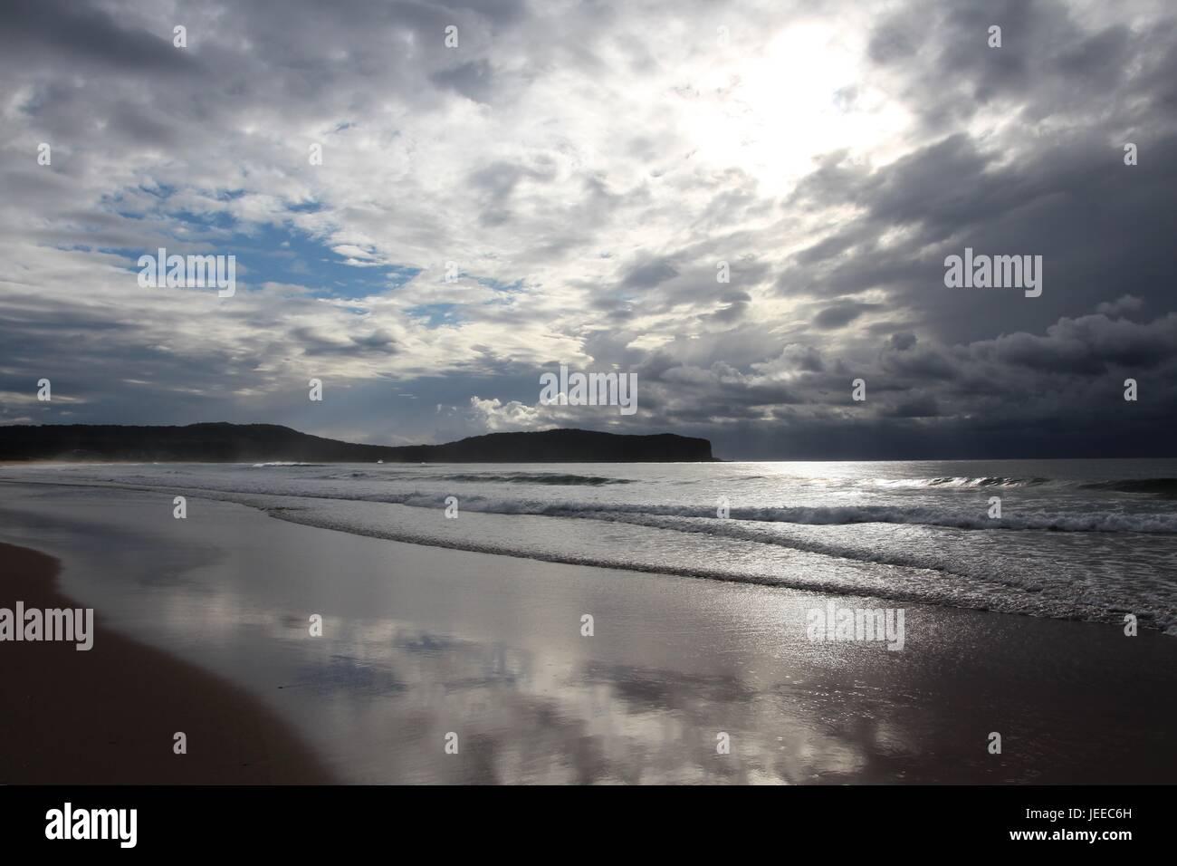 Regnerischen Tag an einem Strand in Australien Stockbild