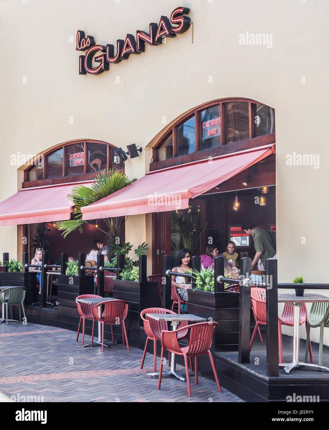 Innen- und Außengastronomie Bereich, Los Leguane South American Restaurant, Hurst St, Birmingham, England, Stockbild