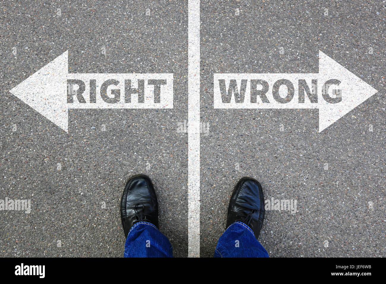 Recht Unrecht Geschäftskonzept Geschäftsmann Ziele Erfolg Lösung Entscheidung entscheiden Wahl Stockbild